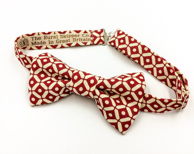Red and cream diamond dot bow tie.
