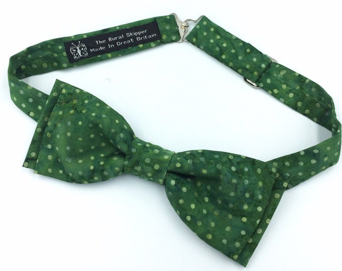Green cotton spotted bow tie, green and white polka dot bow tie.