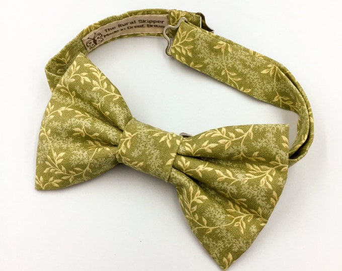 Men's bow tie, pale green floral bow tie, floral cotton bow tie.