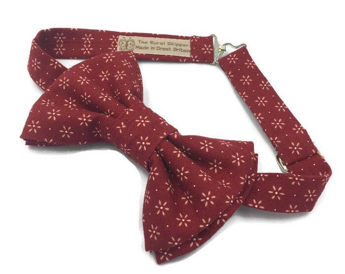 Men's red bow tie, red bow tie, red star print bow tie, men's red cotton printed bow tie.