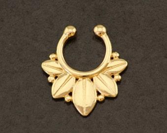 Gold Fake Septum Ring. Gold Fake Nose Ring. Septum Piercing. Boho Fake Piercing. Bohemian Clip On Septum. Golden Hippie Faux Septum Ring.