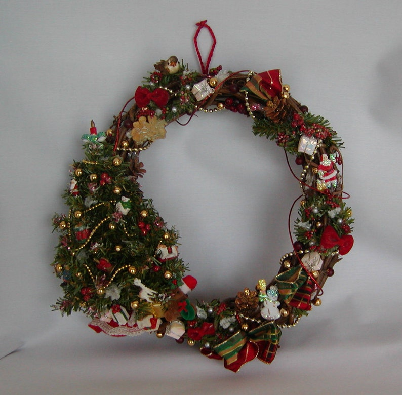 Vintage Old Fashioned Wooden Christmas Wreath With Sculpted Christmas Tree And Mini Vintage Decorations With Plaid Bow