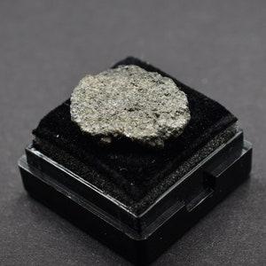 NWA Stony Meteorite 3,05 g Great for Collectors NonCom Space Saharan Desert Amazing gift design statuette Ordinary Chondrites