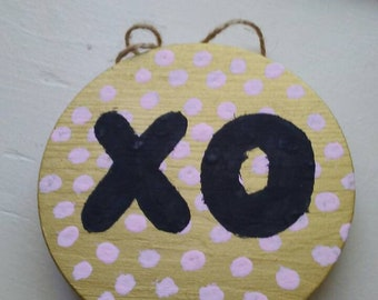 XO Shimmer Gold Wall Hanging Sign
