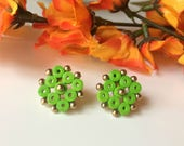 Green stud earrings, Gree...