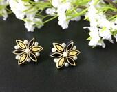 Flower stud earrings, 1st...