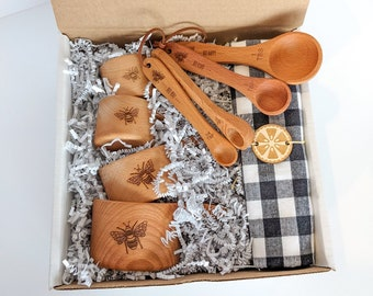 Baking box, Bee gifts, Bee hive, Measuring cups, Wood measuring spoons, Gift set for mom, Baking gifts,