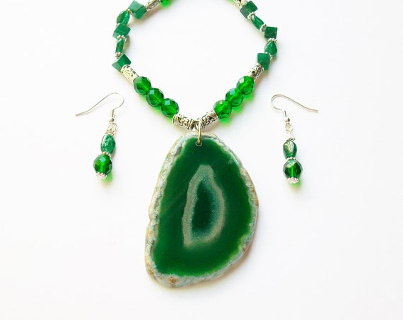 Green Agate Pendant Necklace and Earrings Set