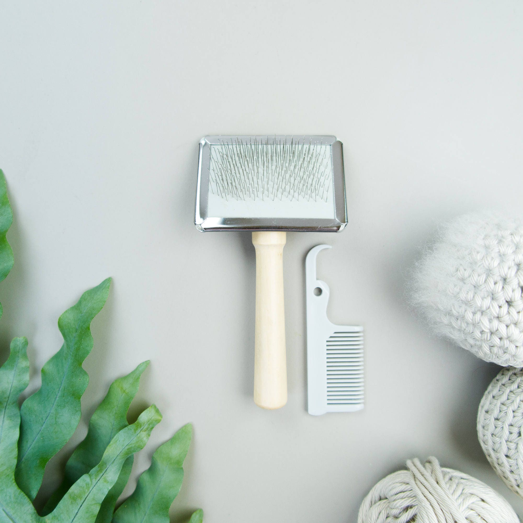 Soft Wire Brush / Cat Slicker plus Cleaning Comb • tool for ...