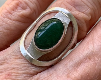 Green aventurine, size 7 ring, saddle ring in sterling silver, green gemstone jewelry, handmade silver ring