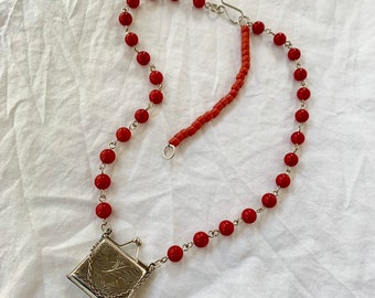 Vintage locket statement necklace - red coral beaded necklace - unique boho jewelry - Adjustable length necklace with purse-shaped locket