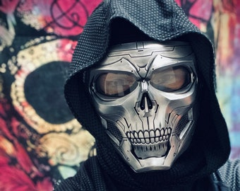 Distressed Chrome Skull Full Face Mask with Matte Black Detailing & Adjustable Straps / Paintball / Costume / Airsoft / Post Apocalyptic
