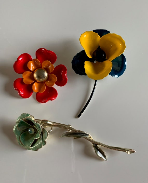 Vintage MOD Flower Brooch Pins, Lot of Three Color