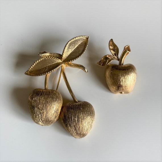 GOLD AVON APPLE Brooch GB8 1950s Cardigan Pinup Kitsch teacher cherry red Cute signed fruit