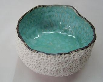 Fait sur commande, Sea Urchin Pot, Blue Textured Ceramic Pot, Gold and Aqua Ceramic,  Delicate Modern Sea Urchin Dish, Made to order