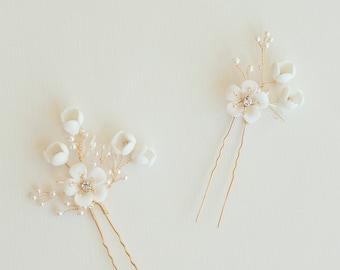 Gold Floral Hair Pin, White Flower Hair Pins, Gold Hair Pins, Flower Hair Pins, Gold Bridal Headpiece, Bridesmaid Hair Pins