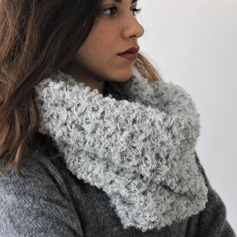 Sciarpa cappuccio donna ad uncinetto in lana bouclè Idea  525e7fcd3c78