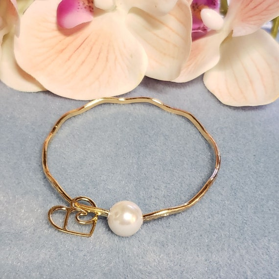 Gold Wavy Hammered Heart Bangle Bracelet w// pearl Size 9 High Quality