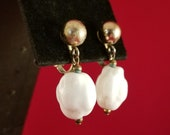Vintage earrings vintage dangle vintage white earrings large white bead earrings earrings vintage glass retro clip on vintage clip on