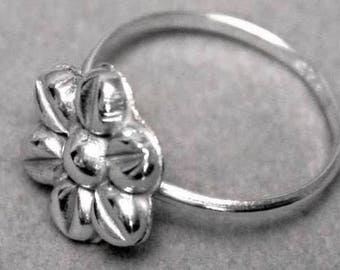 Art Deco Dainty 925 Sterling Silver Floral Ring 1960's r783