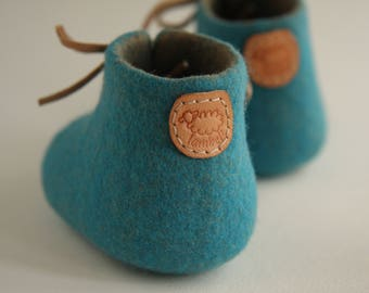 Felted baby shoes, baby shower, baby coming home, pregnancy reveal, handmade baby gift, with LAMBELI label, newborn baby shoes, photo prop