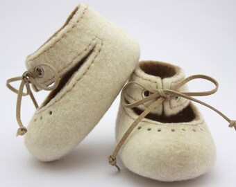 Felted Baby shoes, Natural white and beige baby booties with leather laces, Baby photo prop, Newborn baby, Pram shoes, For girls, For spring