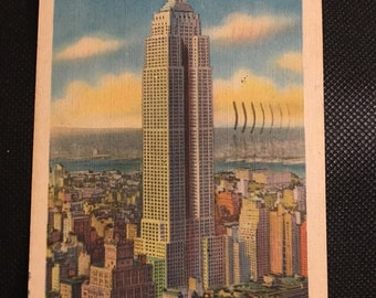 Vintage postcard Empire State Building New York City 1940s - good condition