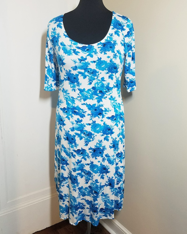 Blue and white floral dress image 0