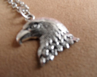 Eagle pendant 2x2cms head and chain.