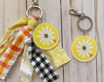 Daisy Key Chain//Keychain Clip//Planner Clip//Acrylic Charm//Fabric Tassel//Backpack Clip