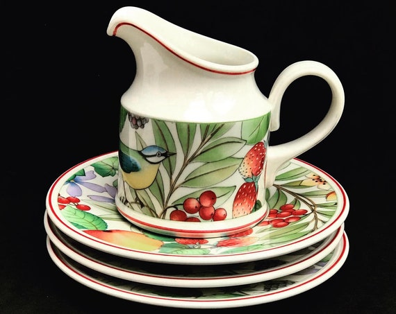 Set Villeroy and Boch Catalina Creamer and 3 saucers 70s breakfast tea gift replacement strawberry decor wedding gift