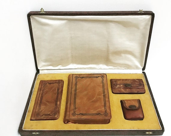 Missal Saint Jeanne brown leather vintage edition Mellottee Limoges with complete box with wallet rosary worn at the mass wallet rosary