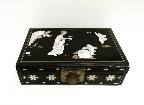 Asian Jewelry box Vintage Chinese Jewelry Box Black Lacquer Embossed Girls gift for girl chest Vintage 60s Pop Art Chinese christmas gift