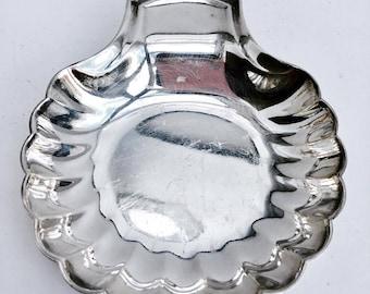 Shellfish Dish  by Christofle, Seashell, France 1920, heavy good quality silver plated, ring plate, ring dish, wedding rings,  ancien bowl