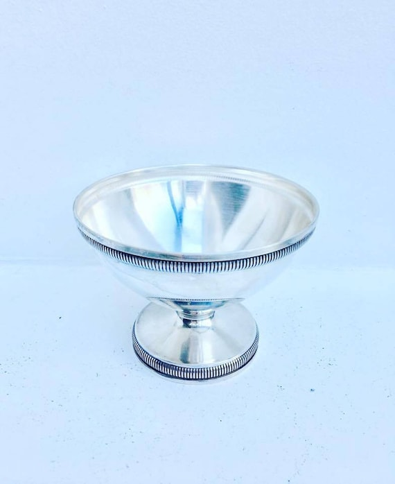 Mid Century. Cut with integrated foot. Mid Century. Dish candy, silver metal, old silverware,