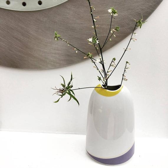 Vase Arzberg Mid Century, Porcelaine Brillante, Vase Pop Art, Gris, Jaune et Blanc., Bavière, Allemagne, Arzberg Mid Century, vase pop art