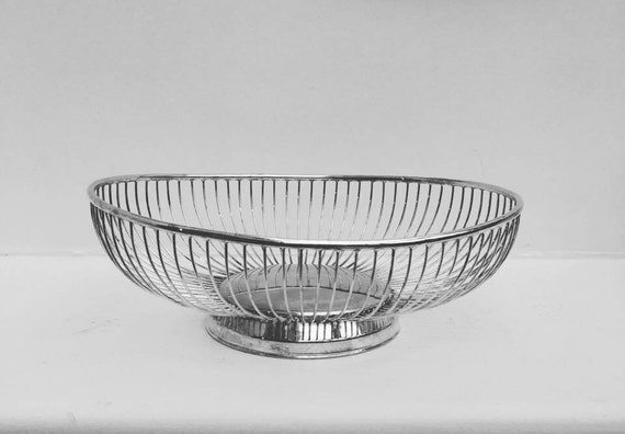 Wire, Silver plated, bread basket, fruit basket, table decor. Table centerpiece.