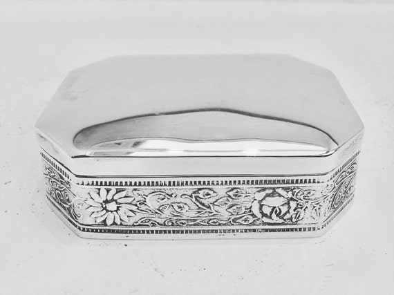 Sterling Silver box, Silver box, silver 925, mexican silver. Taxco, Large Mexican box, nicely decorated with flower guard and leaves.