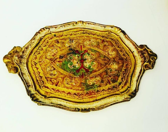 Florentine Trayray in Painted Wood and Gilt pretty Old Italian platter  Florentine style. Handmade in wood decorated with Antique Painted