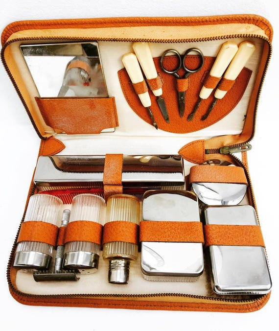 Travel case, Vanity case, brun,  Lovely travel kit from the 50s. Vintage toiletry bag in black