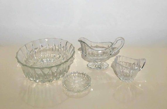 Cut glass , 4 pièces,  Art Deco, clear molded/pressed glass gravy/sauce boat