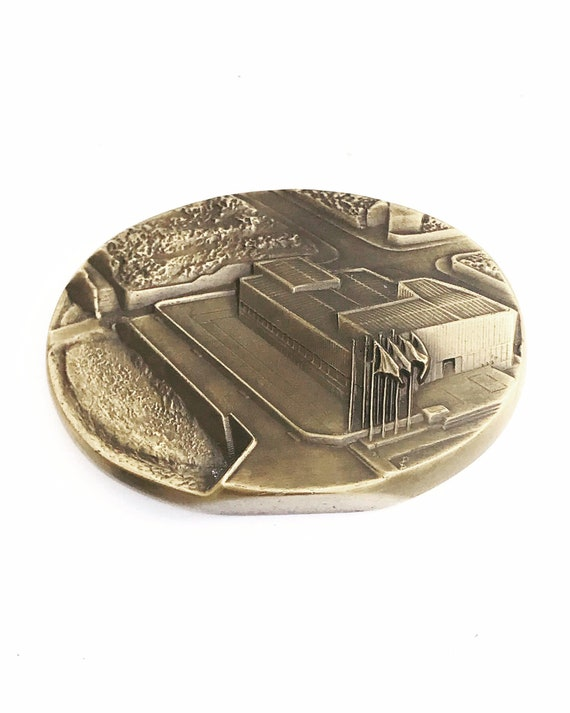 Paperweight Bronze USA French WW2 Oval medal Paperweight June 1944 D Day Normandy Desk Office Decor Veterans day gift Historic collector