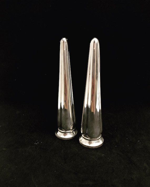 Salt and pepper shakers silver plated Vintage Elkington England pair of shakers classic table wedding gift for couple english tableware 1960