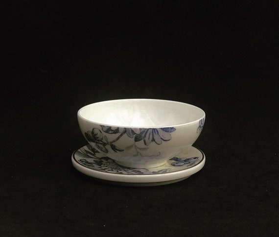 Villeroy & Boch Bowl  Blue and white Romantic Bowl  signed, 80s, empty pockets collectable china, china replacement