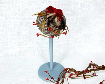 Headpiece Autumn Fascinator MiniHütchen Glencheck 20s/30s/40s decorated with feathers, berries and a velvet bow
