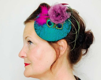 Fascinator hair jewelry mini hats in green and pink tones, peacock feather, elegant, vintage wedding, bride, headdress, maid of maid of man