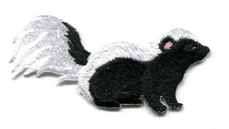 SKUNK BLACK AND WHITE IRON ON APPLIQUE  3 X 1 1//2 inch