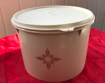 Vintage Tupperware Canister 265-11 with Tupper Seal 228-18