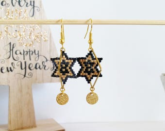 Earrings Christmas star weaving black and shiny gold beads