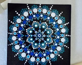 peinture à la main de points mandala